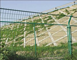 生產定做公路鐵絲網圍欄養殖場農場果園廠區過塑圍網