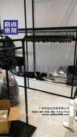 实体零售店吸引人的服装货架 简约时尚男装货架效果图