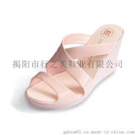 行之美坡跟春夏女式果凍色透氣舒適搭扣涼拖鞋
