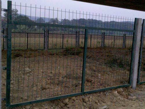 高速铁路防护栅栏、热镀锌浸塑护栏网