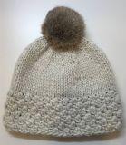 女式流行花式针法带貉子毛球针织比尼帽