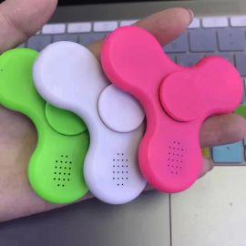 蓝牙音箱指尖陀螺三角旋转夜光迷彩指尖陀螺手指指间指上螺旋玩具