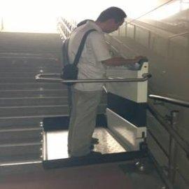 六安市热销启运斜挂式无障碍升降平台XJL-025     残疾人升降机便捷减少占用空间   厂家直销