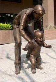 玻璃钢雕塑玻璃钢母子亲情雕塑公园步行街