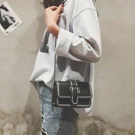 2018新款时尚潮流韩版纯色车缝线链条女士斜跨包