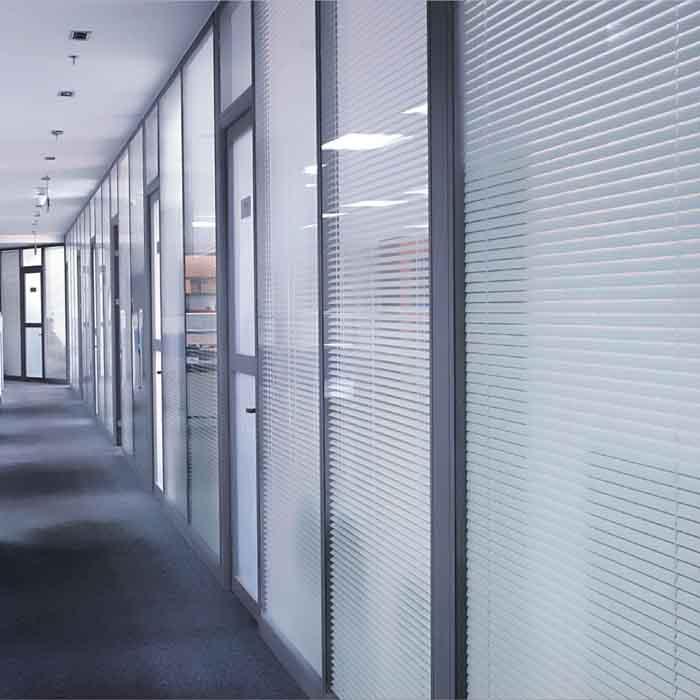 东营84款办公玻璃隔断 东营办公室百叶隔断 东营高隔间图片