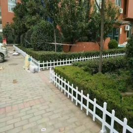 利坤廠家直銷PVC塑鋼草坪綠化帶圍欄護欄