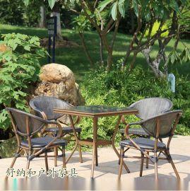 舒納和戶外星巴克桌椅
