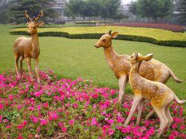 玻璃钢仿真动物雕塑 玻璃钢梅花鹿景观雕塑
