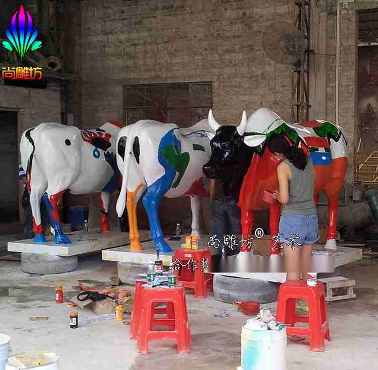 尚雕坊品牌玻璃钢彩绘动物雕塑 彩绘牛雕塑 园林装饰景观小品