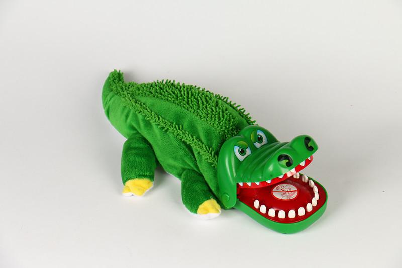 咬手指的大嘴巴鳄鱼玩具咬手玩具拔牙儿童亲子整蛊玩具咬手鳄鱼