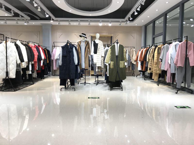 广州惠汇服饰有限公司是国内专业的品牌折扣女装批发,库存尾货女装