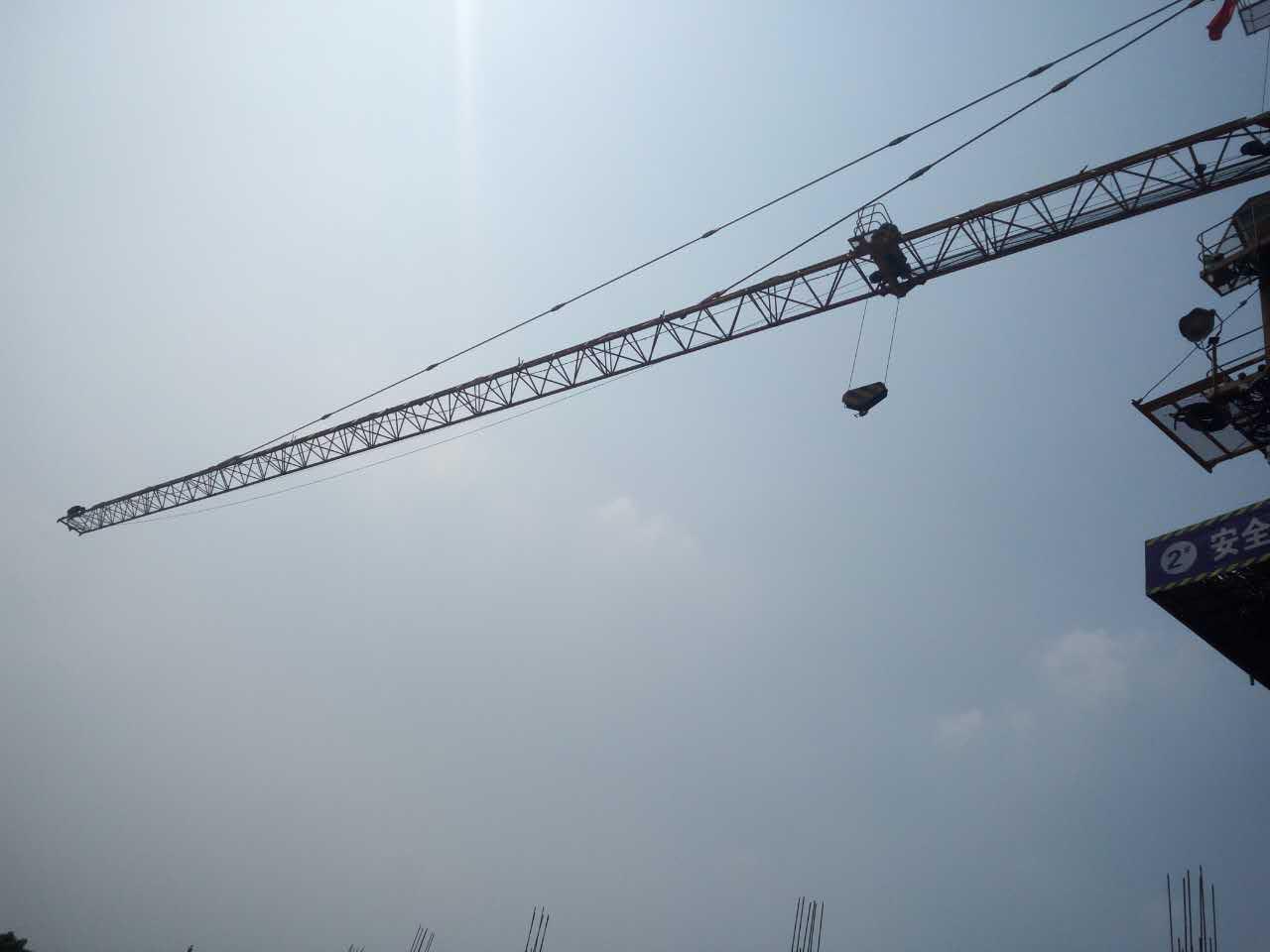 建筑工地塔吊喷淋安装方式图片