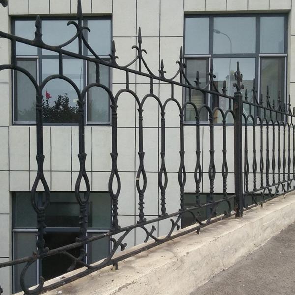 欧式铸铁围墙栏 结实大气美观铸铁工艺护栏图片