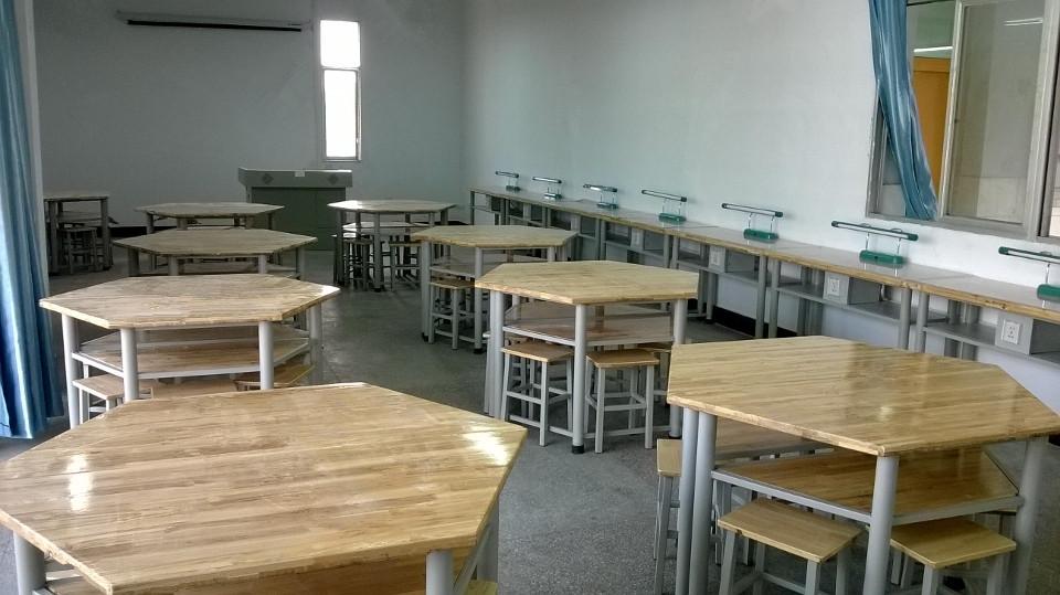 重庆中小学科技劳技专用教室图片
