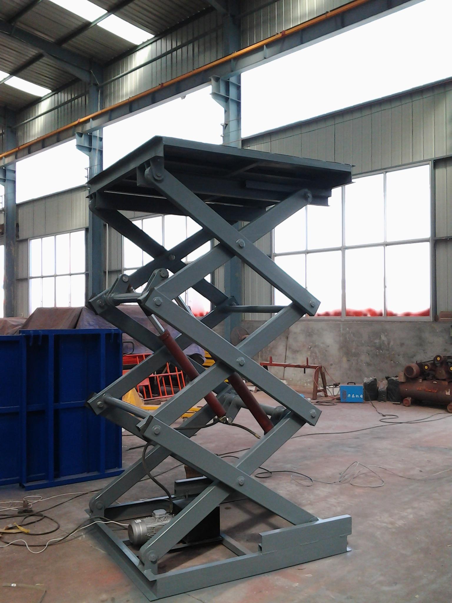 固定式升降机,是用于建筑物层高间运送货物的,专用液压升降机.图片