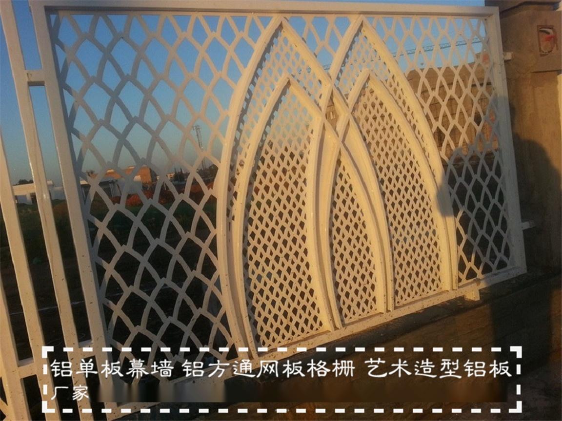 传喜金属雕花透景护栏,木纹雕刻格栅隔断,透景护墙面板图片