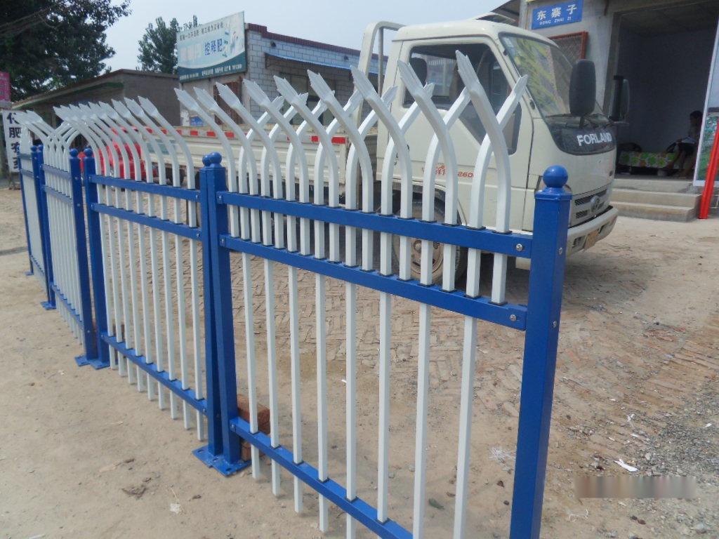 河北卓兴锌钢护栏 小区护栏图片