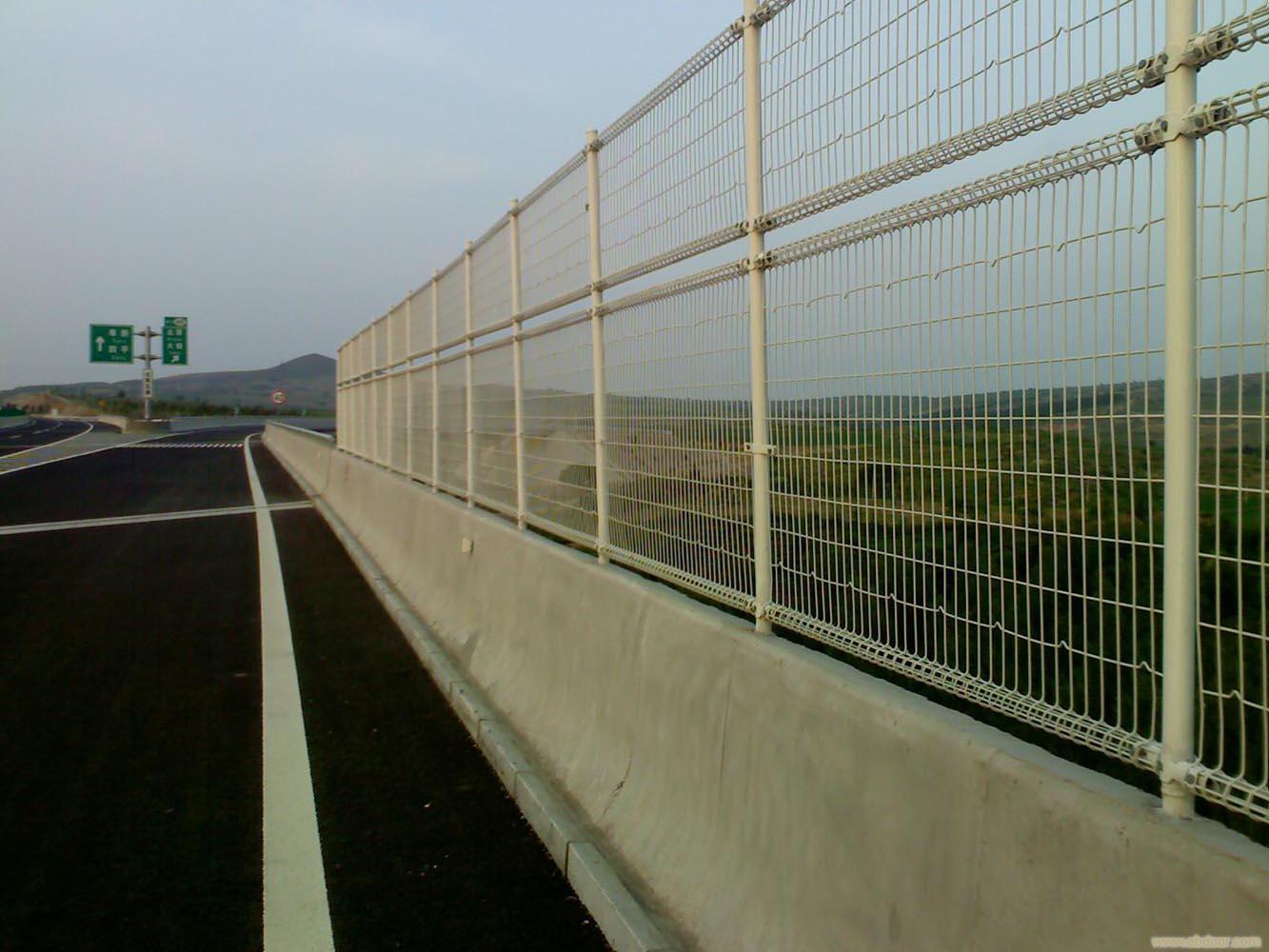 双边丝护栏网道路高速公路防护隔离网铁丝网果园围栏网围墙养殖