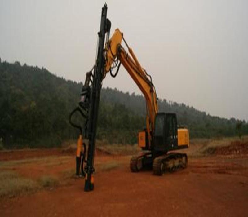 工程与建筑机械 凿岩机械 > 采矿钻孔机使用什么机子   液压挖掘机图片