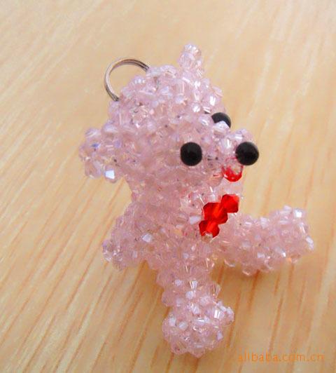 有玻璃珠串珠的挂件,也有水晶串珠的挂件,可用于手机吊坠,汽车挂坠