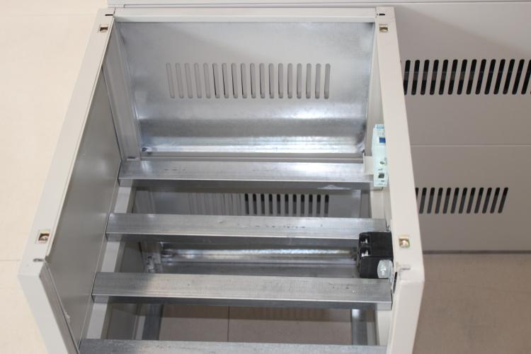 系列不间断电源电池箱图片