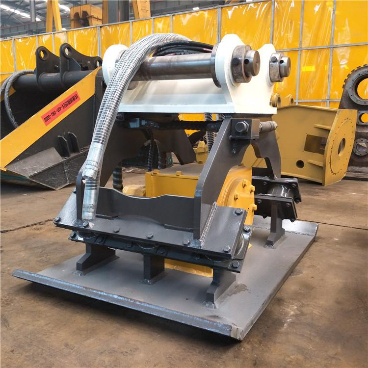 偏心震动机构由耐用的高级马达驱动,润滑轴承和集成的液压控制阀保护图片