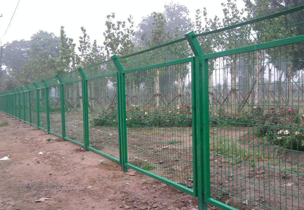 钢丝网围墙 围网隔离栅 围墙钢丝网