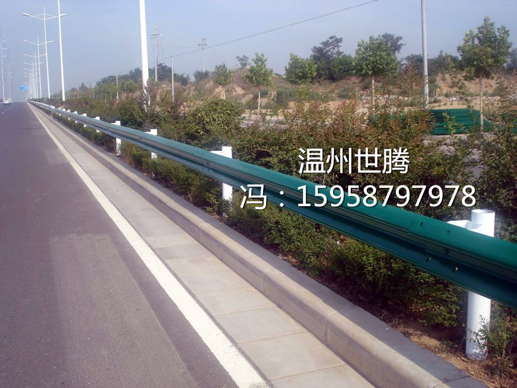 道路护栏厂家供应高速公路防撞波形梁护栏板 高速公路护栏