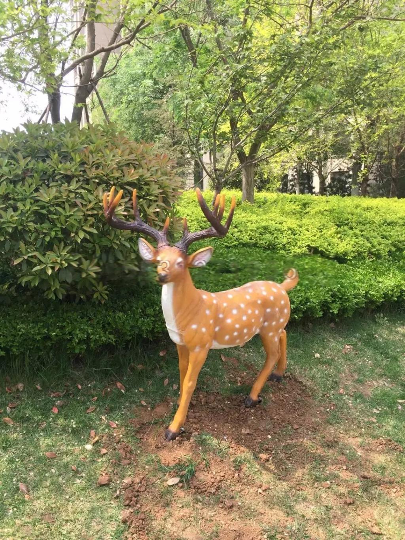 玻璃钢梅花鹿雕塑,公园动物雕塑