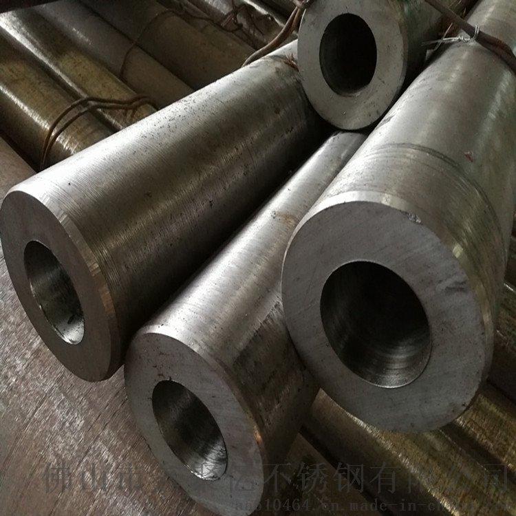 如50即表示直徑爲50毫米的圓鋼。圓鋼分爲熱軋、鍛制和冷拉三種。熱軋圓鋼的規格爲5.5-250毫米。 不鏽鋼空心圓鋼應用前景廣闊,被廣泛用於五金廚具、造船、石化、機械、醫藥、食品、電力、能源、航太等、建築裝潢。海水裏用設備、化學、染料、造紙、草酸、肥料等生產設備;照像、食品工業、沿海地區設施、繩索、CD杆、螺栓、螺母。 不鏽鋼空心圓鋼按生產工藝分可分爲熱軋、鍛制和冷拉三種。熱軋不鏽鋼空心圓鋼的規格爲5.