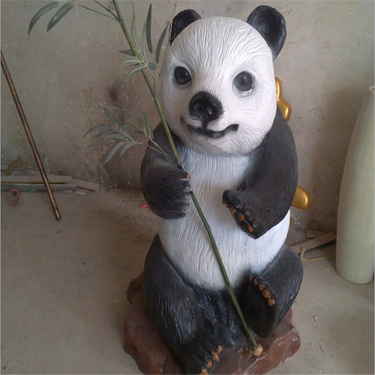 大熊猫仿真动物写真雕塑深圳欧泰斯玻璃钢树脂工艺品厂家定制