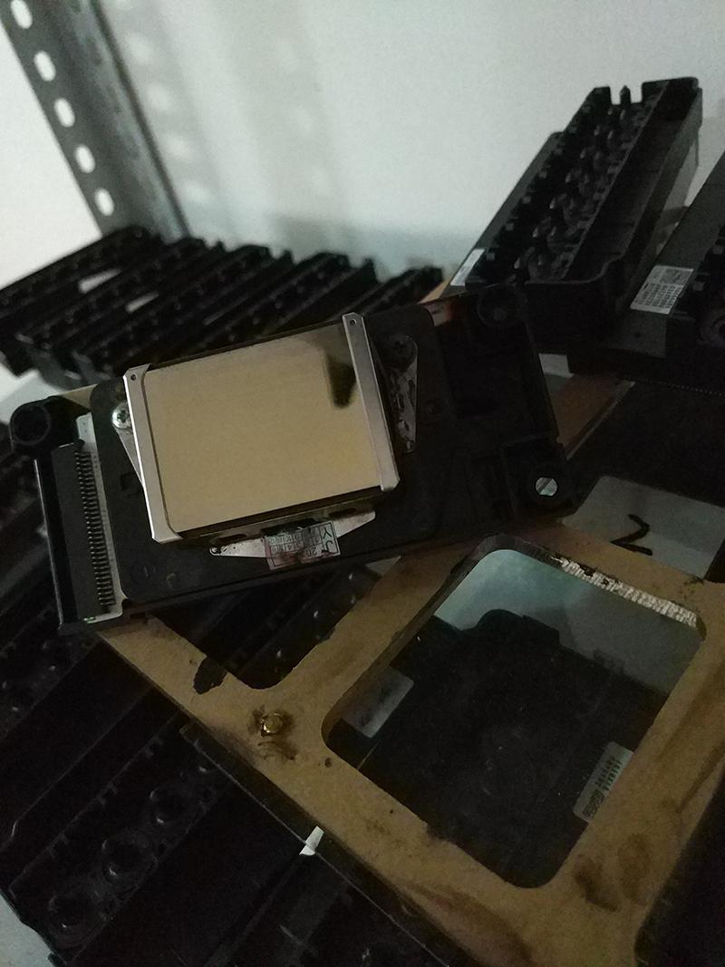 喷头换膜法:喷头严重堵塞,串色且膜片磨损严重,需要更换新的喷头膜片