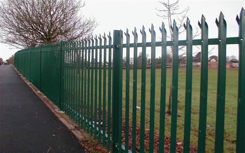 欧式护栏网_阳台护栏网   护栏网安装使用十分方便,只需将网片与立柱图片