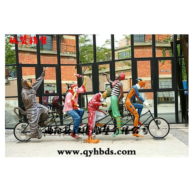 小丑骑自行车雕塑 曲阳玻璃钢雕塑厂家 商业街小品雕塑 人物雕塑