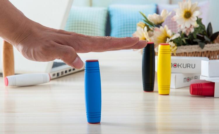 减压棒翻滚木头棒棒桌面玩具游戏木制翻转棒解压新奇特玩具