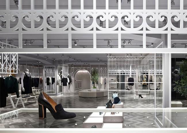 边体验边购物现代简约服装店装修设计案例