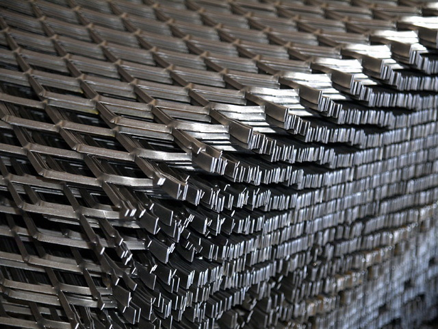 1.0厚镀锌压平钢板网图片
