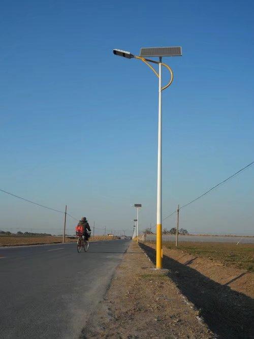 路灯电施工�_百耀照明by-066直销北京 led12v太阳能路灯 220v市电路灯工程案例