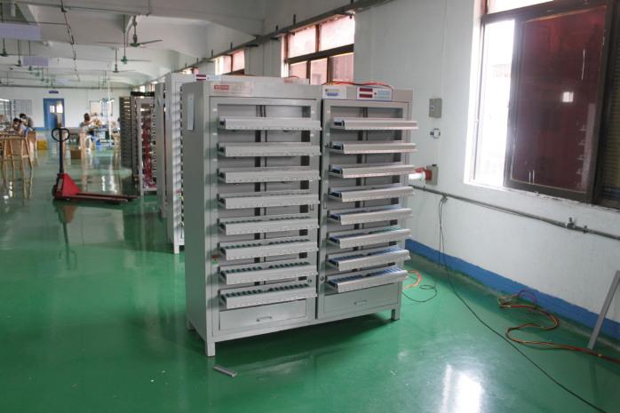 圆柱形锂电池分容柜 自动夹电池