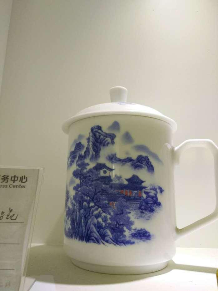 我厂生产日用陶瓷茶杯,骨瓷会议茶杯,可爱马克杯,个性定做杯等.