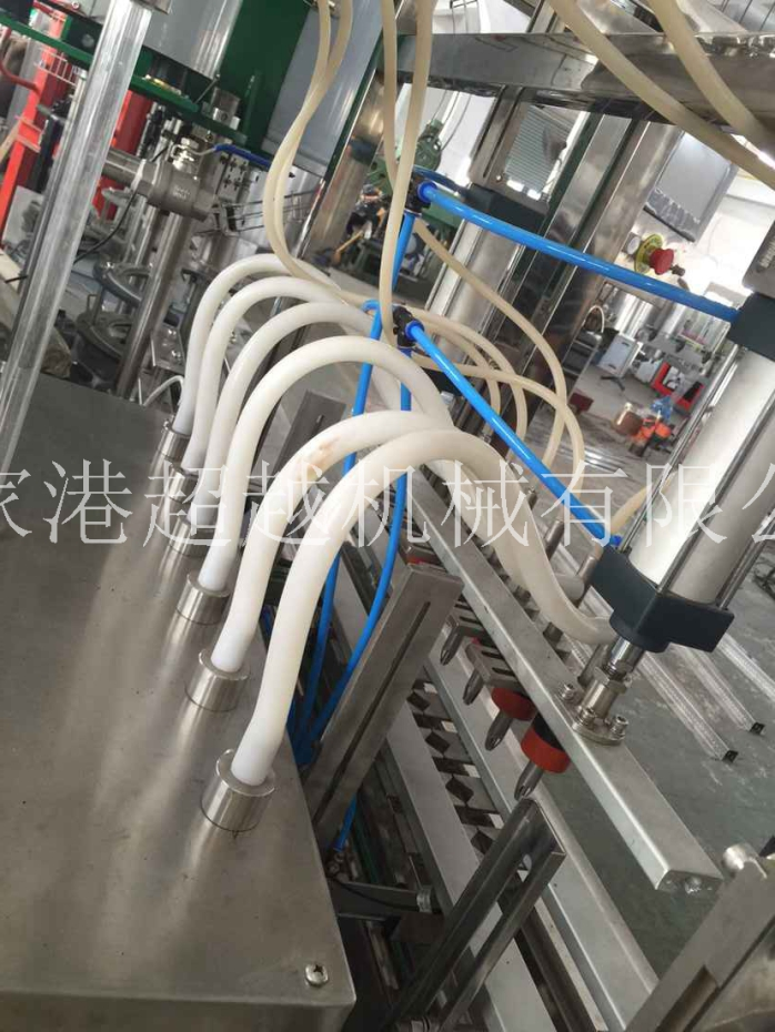 通过伺服元件(电磁阀,气缸,接触器,变频器等)进行整条线的输送-灌装