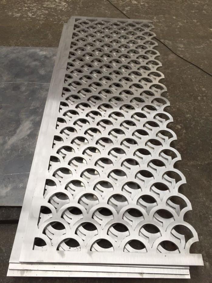 建材加工 其它建材加工 > 不锈钢雕刻屏风激光镂空切割电镀花格隔断