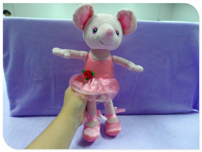 粉红色穿裙子老鼠 大耳朵老鼠