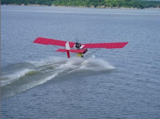 Fk系列飞艇、系留气球:实现完全自主飞行,完成图像和数据的传输。空中试验平台 | 水陆两用飞机a2c:航空体育运动(体验水上、空中跑车的刺激)、空中摄影、广告 | 海鸥300轻型水陆两栖飞机:起飞重量1800公斤,有效载荷620公斤,最大航程1200公里