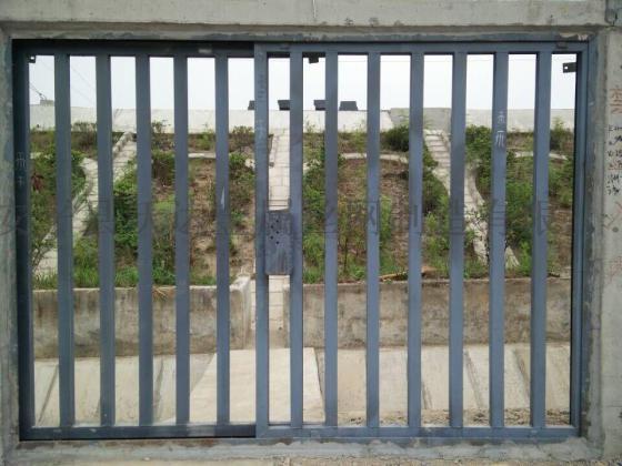 铁路施工防护栅栏门 水泥立柱防护栅栏门