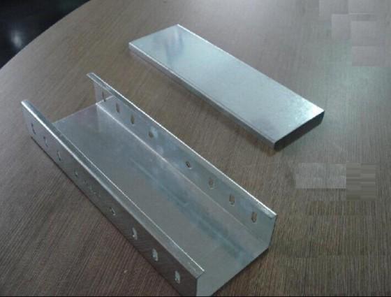 开封振大铝合金槽式电缆桥架上海节能弱电桥架安装图片