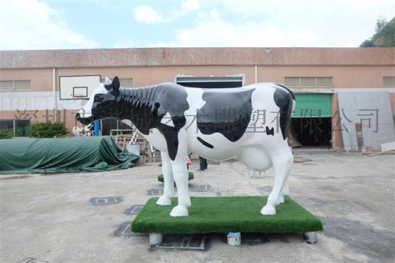 深圳厂家直销动物玻璃钢奶牛雕塑工艺品
