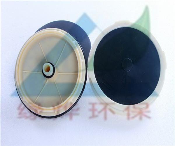 微孔曝气器是怎样安装在风管上面的?