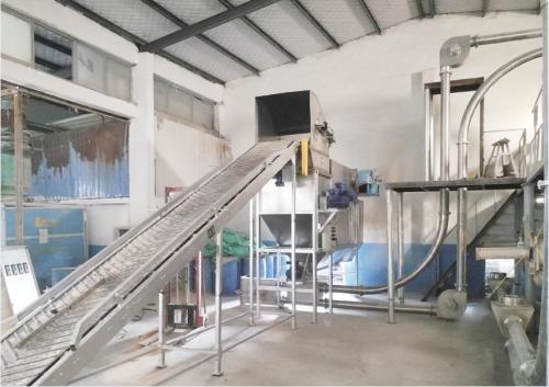 尿素自动拆包机与管链输送机结合打造自动化生产线